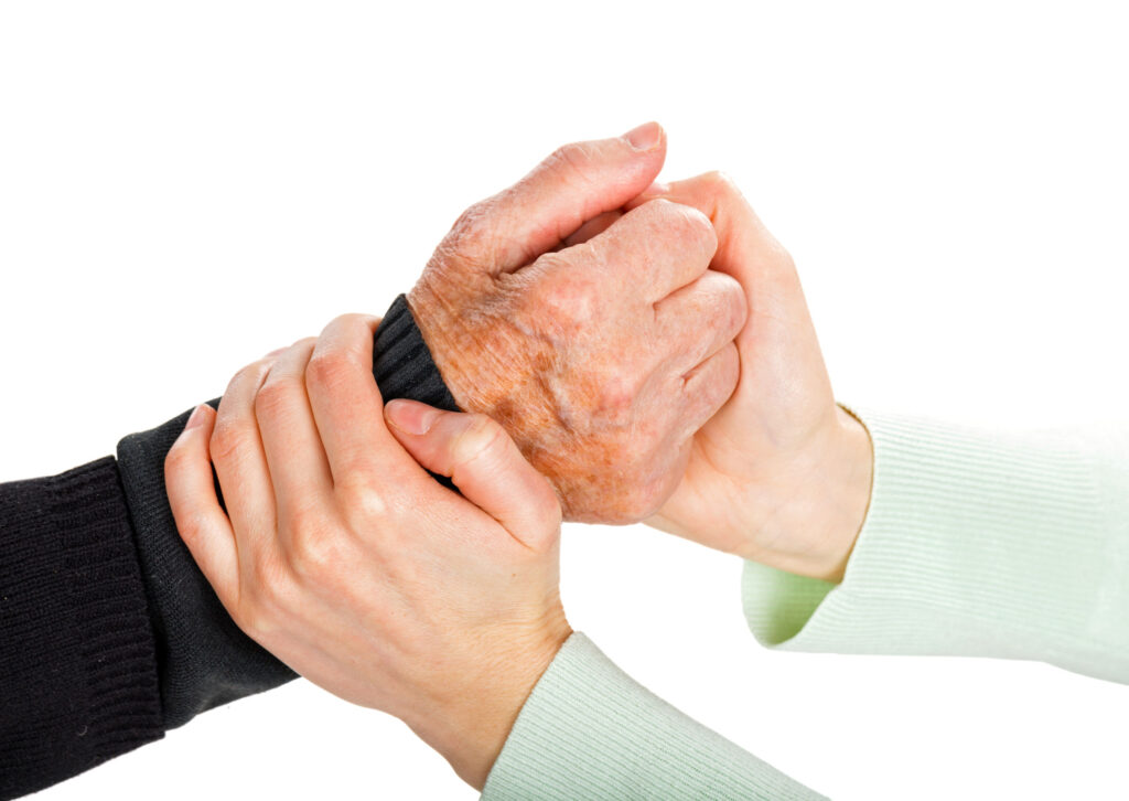 תמונת אווירה - ידי אישה אוחזות ביד קשיש